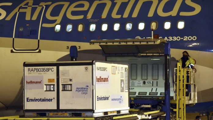 En total, Aerolíneas Argentinas trajo al país 27.420.375 vacunas en 39 vuelos realizados.