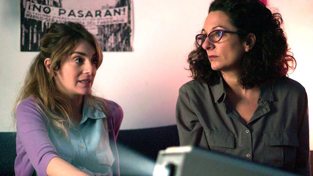 Julieta Zylberberg y Ana Katz como dos investigadoras.
