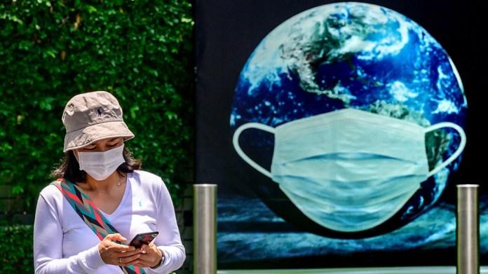 Los países ricos se comprometieron en 2009 a que en 2020 entregarían anualmente 100.000 millones de dólares a los países en vías de desarrollo para adaptarse al impacto del cambio climático, y a reducir sus emisiones de gases de efecto invernadero.