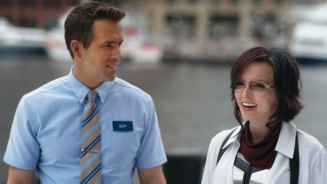 Ryan Reynolds y Jodie Comer en una singular comedia que recurre al videogame.