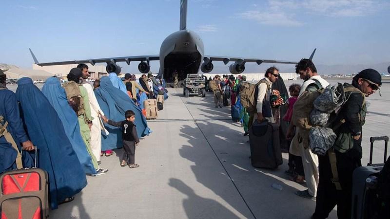 La intervención estadounidense de dos décadas en Afganistán terminó con el rápido traslado aéreo de más de 120.000 personas desde Kabul después de que los talibanes retomaran el poder.
