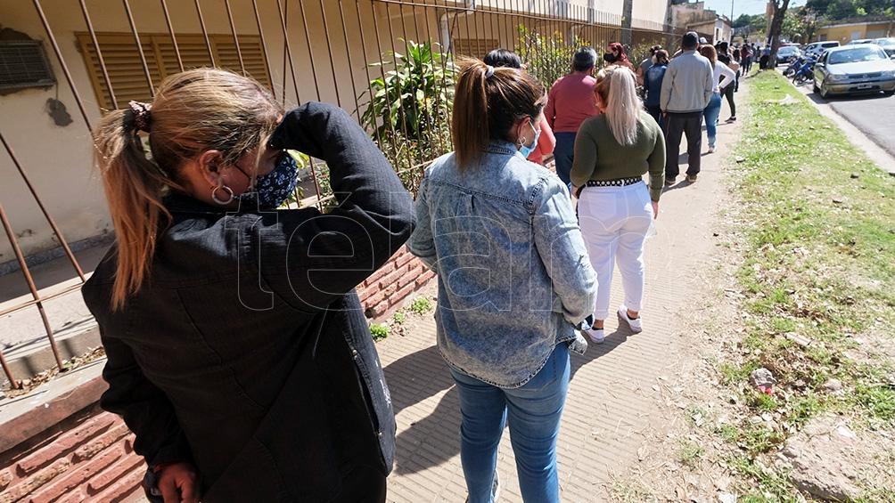 Algunos puntos registraban colas para votar después de las 18. Foto:German Pomar.