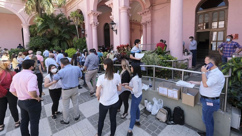 El gobernador Gustavo Valdés adelantó que a las 10 de la mañana ya había sufragado el 13 % de los empadronados en la Capital y el 11 % en el interior.