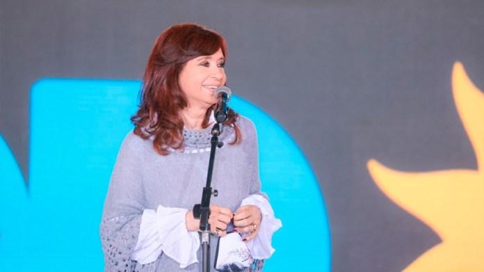 La primera oradora fue la vicepresidenta, quien habló ante los máximos dirigentes y los precandidatos del oficialismo para las PASO del domingo próximo.