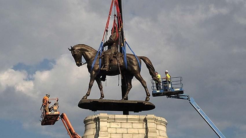 """La Corte Suprema validó el desmantelamiento de la estatua, tras una campaña del grupo """"Black Lives Matter""""."""