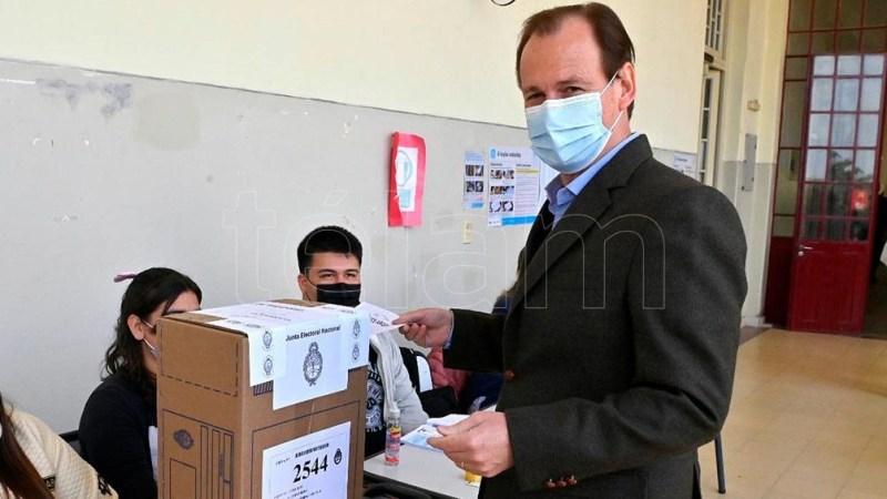 """La votación """"fortalece la democracia y es algo que todos los argentinos debemos conservar"""", dijo el gobernador Bordet tras emitir su voto.Foto: Hernán Saravia."""