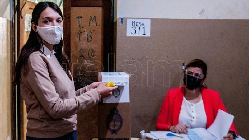 Rita Josefina Fontanellaz es una santiagueña de 17 años que está feliz por la posibilidad de votar. (Foto: Emilio Rapetti).