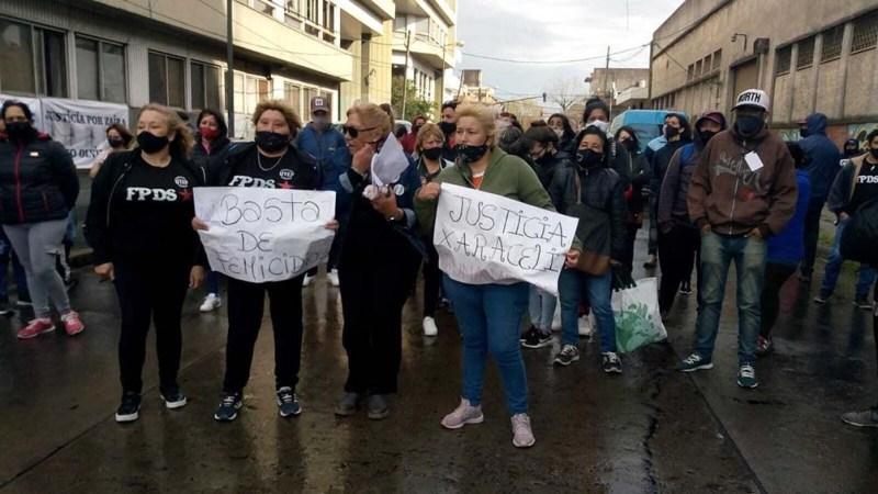 Familiares y organizaciones sociales se movilizaron para reclamar justicia por Araceli. (Foto Twitter @fpdsnacional))