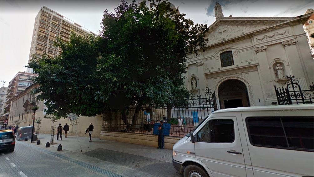 La Iglesia de Santa Catalina de Siena, un edificio colonial lindero con el terreno donde harán un edificio de altura. Foto: Julián Álvarez.