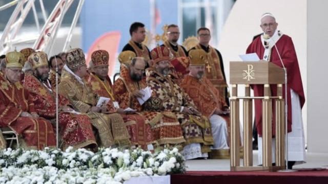 Papa retornará desde Bratislava hacia Roma a las 13.45.