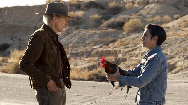 Clint Eastwood y el niño Eduardo Minett (Foto: Warner Bros.)