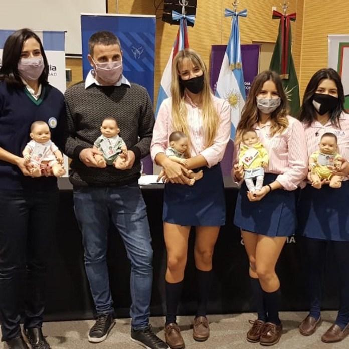 La entrega de bebotes Oli en jardines de infantes de Concordia (Foto: Prensa Casita de muñecas)