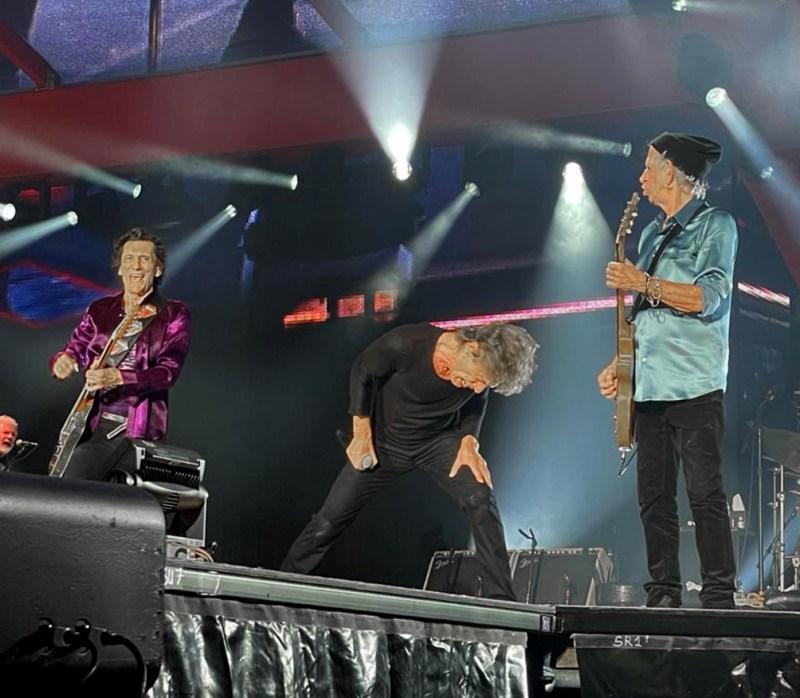 Los Rolling Stones pusieron en marcha la noche del domingo en la ciudad estadounidense de Saint Louis su primera gira desde la muerte de su histórico baterista Charlie Watts. Foto: @gaff65