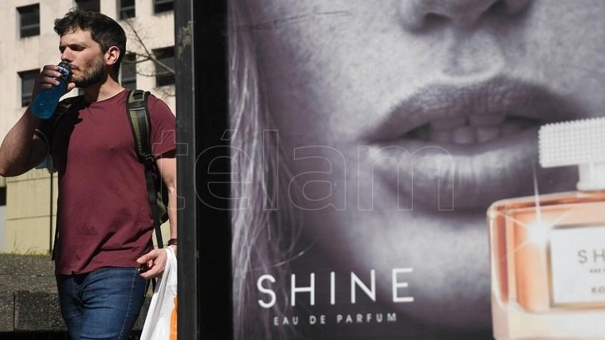 La recomendación es que el barbijo no se utilice cuando una persona esté circulando al aire libre.  Foto: Daniel Dabove