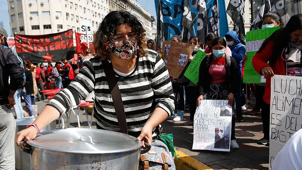 """La protesta es """"en rechazo al ajuste, la pobreza y el crecimiento del desempleo y la miseria en el país"""". Foto: Victoria Gesualdi."""