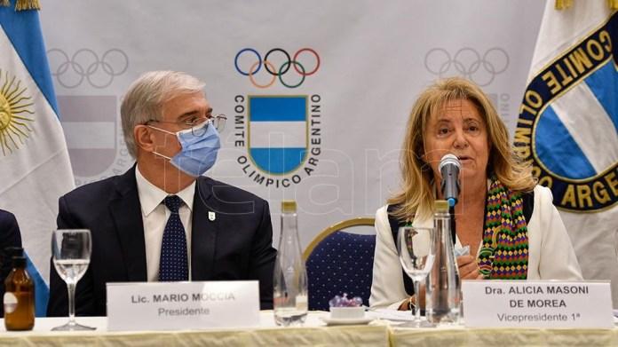 Mario Moccia y Alicia Masoni de Morea, quien había sido la única mujer en la Mesa Directiva en los últimos 12 años, ahora son 5. Foto: Eliana Obregón,