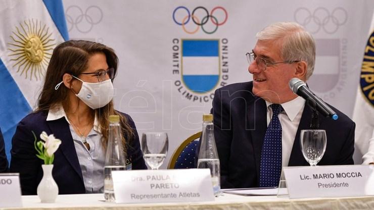El presidente del COA con la medallista olímpica Paula Pareto.