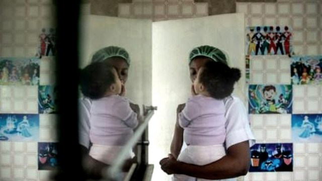 """Más de 1.000 personas detenidas en prisiones superpobladas en Libia, entre mujeres y niños, se encuentran en """"peligro inmediato"""". Foto: Twitter."""