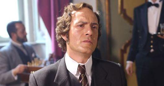 Gianmarco Tognazzi è il conte Icilio Sangiorgi