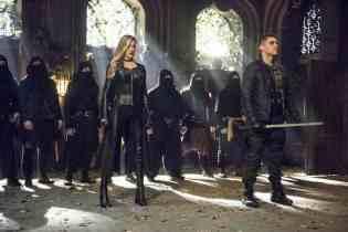 Katie-Cassidy-and-Josh-Segarra-in-Arrow-Season-5-Finale