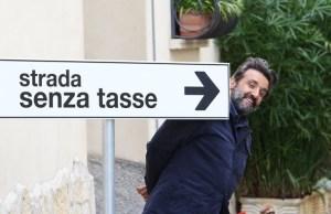 la-strada-senza-tasse-flavio-insinna