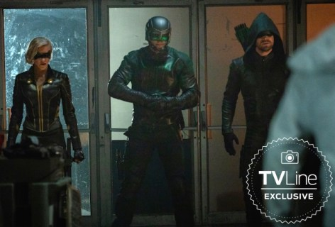 """Arrow -- """"Starling City"""" -- Image Number: AR801B_0089r.jpg -- Pictured (L-R): Katie Cassidy as Laurel Lance/Black Siren, David Ramsey as John Diggle/Spartan and Stephen Amell as Oliver Queen/Green Arrow -- Photo: Jack Rowand/The CW -- © 2019 The CW Network, LLC. All Rights Reserved."""