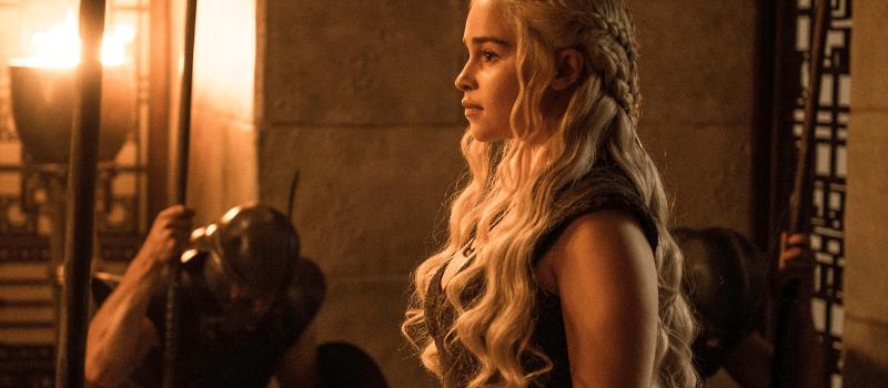 emilia clarke daenerys targaryen regina folle