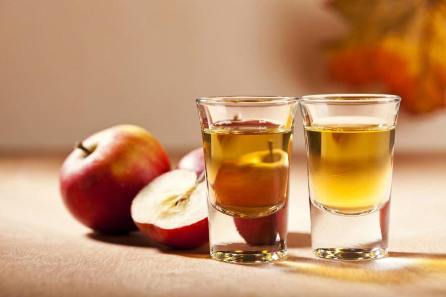 apple-cider-vinegar-for-skin-1024x682