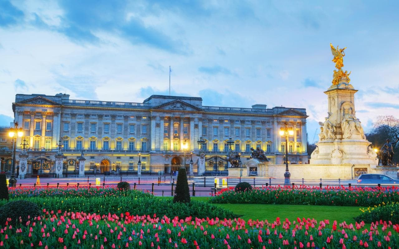 Image result for buckingham palace images