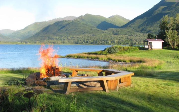 Le Kodiak Brown Bear Centre est situé au nord-est du lac Karluk