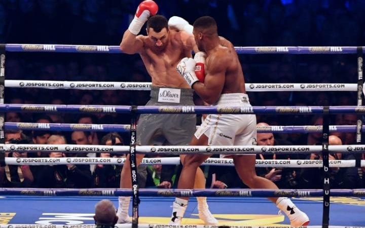 Anthony Joshua (R) exchanges punches with Ukraine's Wladimir Klitschko