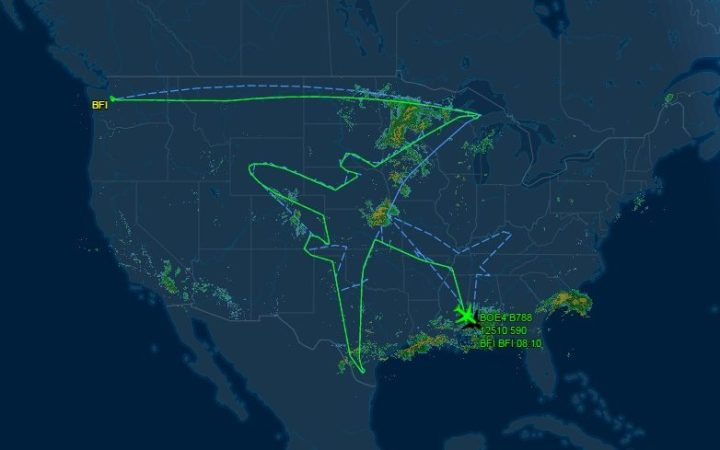 Boeing map out a shape of a plane over USA   PR Examples