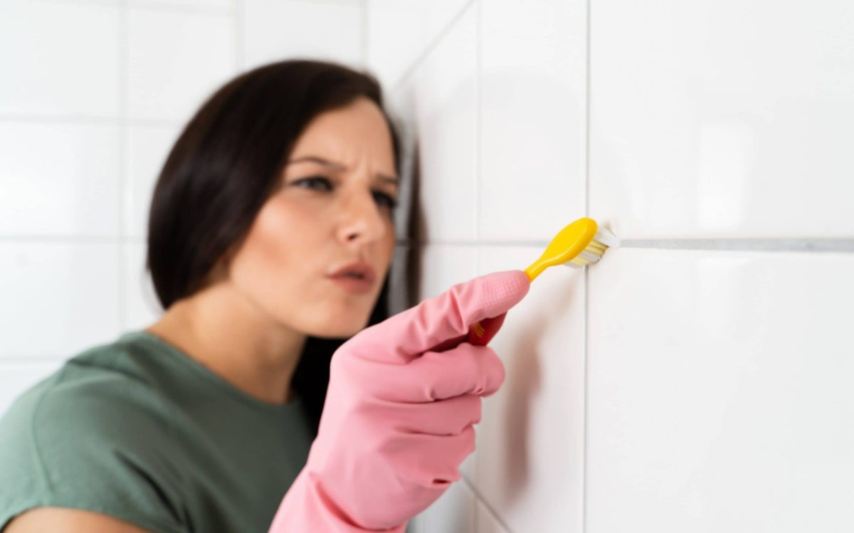 how to clean grouting between tiles