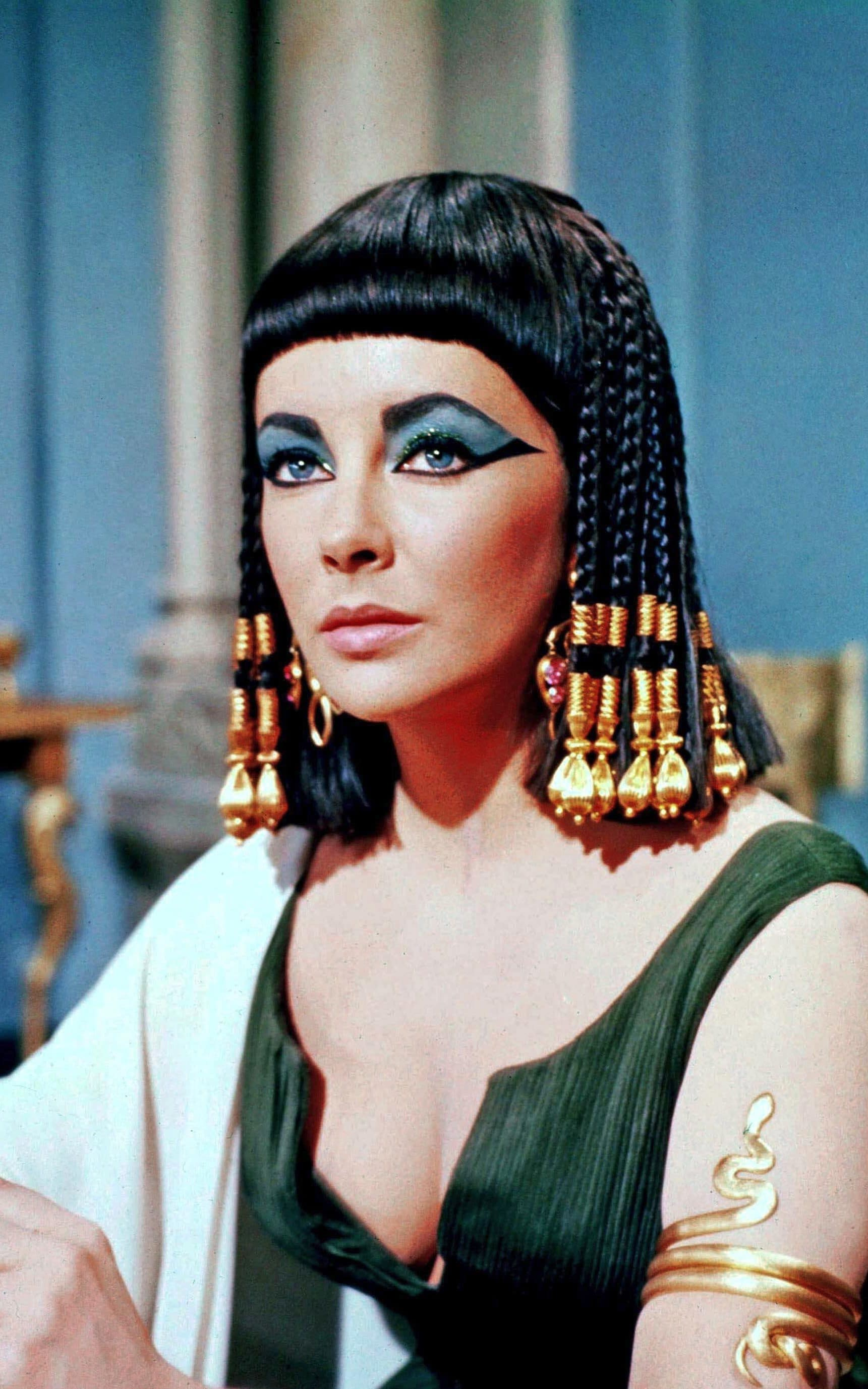 Elizabeth Taylor as Cleopatra Stylish halloween costumes