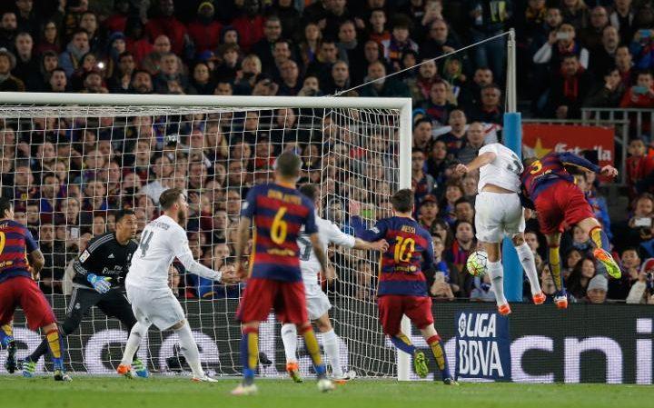 Pique scores for Barcelona