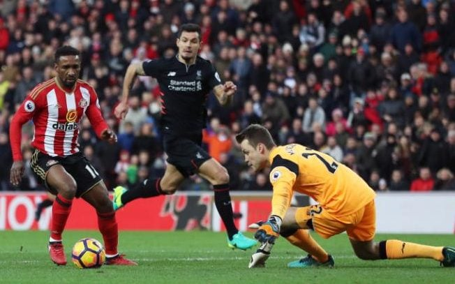 Defoe tries to round Mignolet
