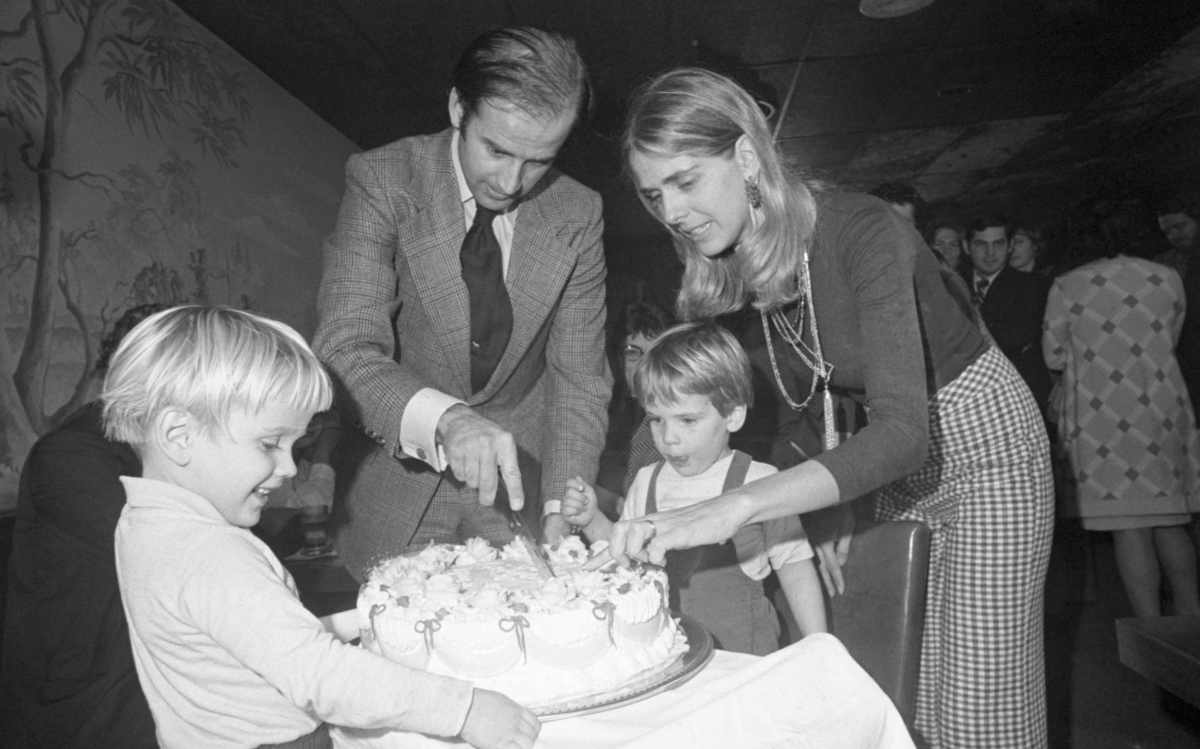 Joe and Neilia Biden cut his 30th birthday cake at a party, with Hunter and Beau