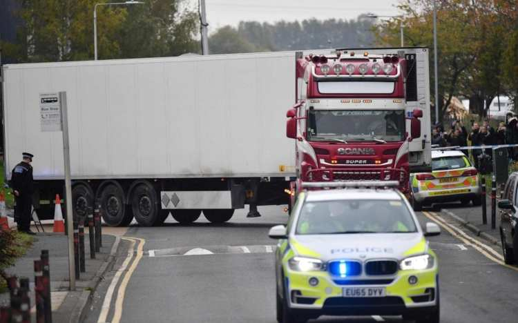 Man arrested after 15 people found alive in lorry inWiltshire