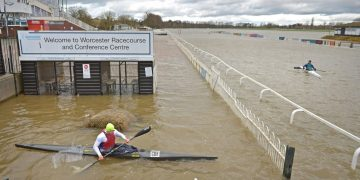 Climate: Met Office warns of 'tough commute' after flood and snow warnings