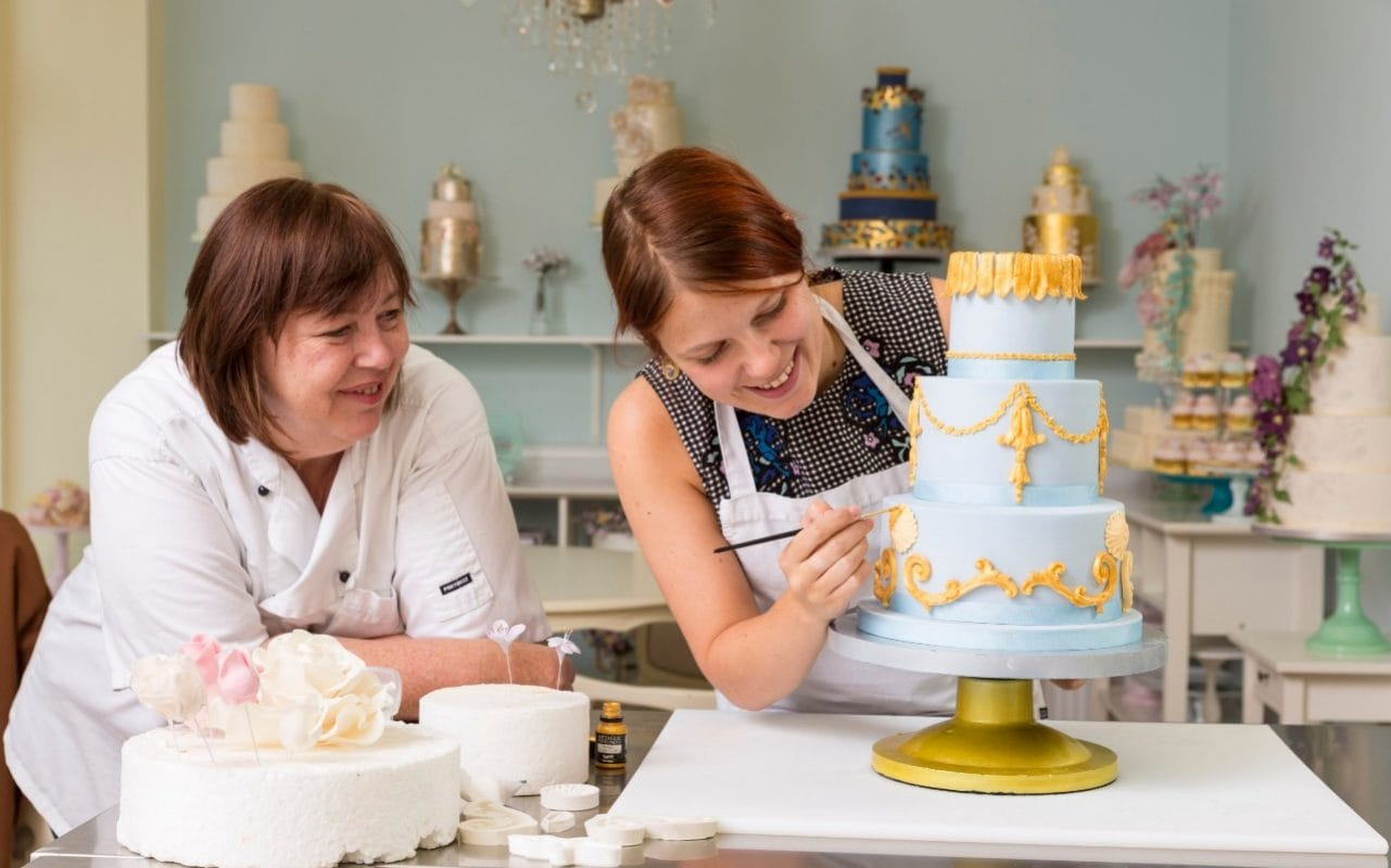How To Make Your Own Wedding Cake Tips And Traditional