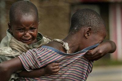 Resultado de imagem para criança pobre chorando