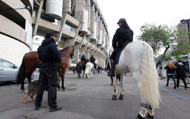 Seguridad en las afueras del Santiago Bernabéu