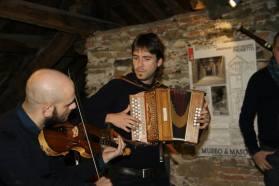 """Esibizione dei """"Liguriani"""" nella nuova sala conferenze del Museo Tubino - Foto di Tommy Pittaluga"""