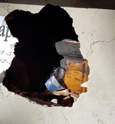 Macabra intimidazione a Zagarise: bruciata la bara della madre di un consigliere
