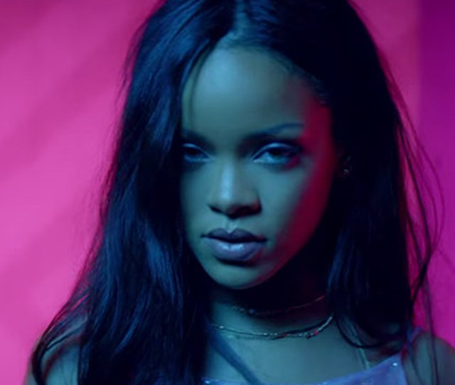 Rihanna Al Tope De La Tabla Hot 100 De Billboard Por Tercera Semana Video Telemundo