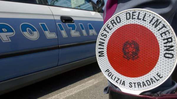 Nicosia, quattro coraggiosi agenti della Polizia Stradale salvano la vita a diverse persone durante un incendio