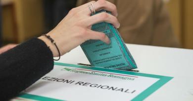 Regionali, exit poll: avanti Bonaccini e Santelli