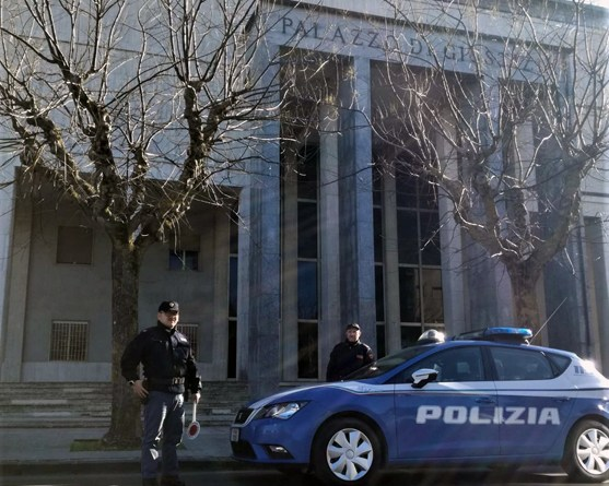 Enna, arrestato dalla Polizia di Stato un uomo per peculato, interruzione di pubblico servizio e falso