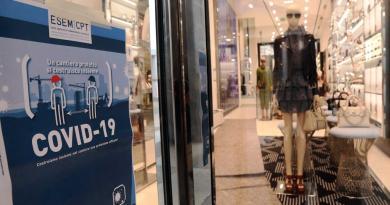 stretta su presenze nei negozi