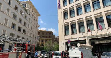 """Esplosione in hotel a Roma, """"pensavamo a una bomba"""""""